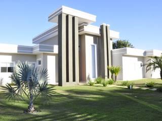 Fachadas Modernas: Casas  por Andréa Generoso - Arquitetura e Construção