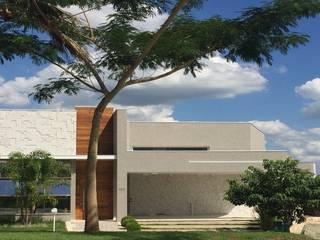 Fachada Contemporânea: Condomínios  por Andréa Generoso - Arquitetura e Construção