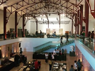 Novo layout do espaço de exposições do Centro Cultural: Pavimentos  por Ana Farias Home Decor & Family Care,Moderno