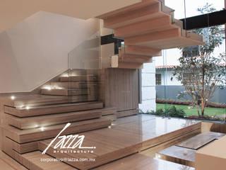 Residencial: Escaleras de estilo  por Lazza Arquitectos