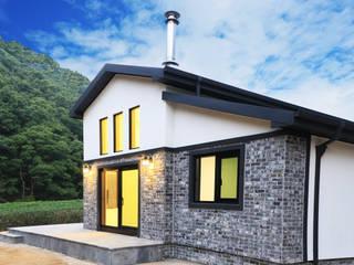 모던스타일 전원주택: (주)디엘건축의  목조 주택,모던