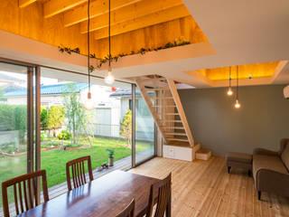 Takeru Shoji Architects.Co.,Ltd Eclectic style living room