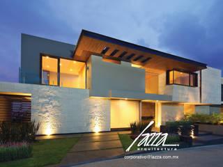 Luces en la Fachada: Casas ecológicas de estilo  por Lazza Arquitectos
