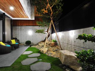 庭院:  庭院 by 黃耀德建築師事務所  Adermark Design Studio