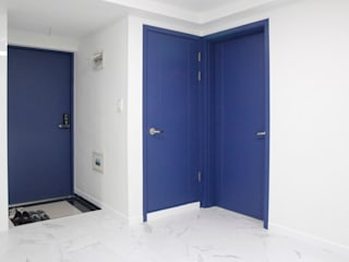 Modern corridor, hallway & stairs by 그리다집 Modern