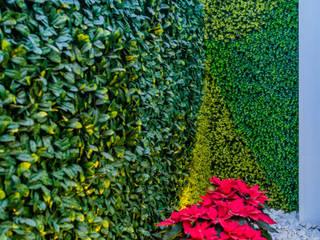 LS-2 Jardín vertical en sala de juegos. de Yute Interiorismo Ecléctico