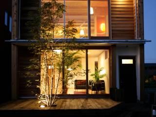 外観 夜景: 株式会社高野設計工房が手掛けた木造住宅です。