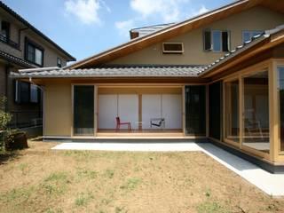 外観 縁側をみる: 株式会社高野設計工房が手掛けた木造住宅です。