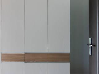 員林-郭公館:  走廊 & 玄關 by 拓雅室內裝修有限公司