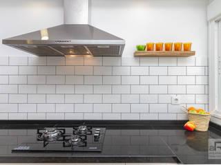 Reforma de vivienda en Sevilla Cocinas de estilo moderno de Ares Arquitectura Interiorismo Moderno