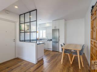 Reforma de vivienda en Sevilla Comedores de estilo moderno de Ares Arquitectura Interiorismo Moderno