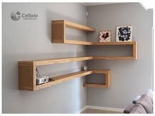 Wytrzymałe półki na książki do salonu: styl , w kategorii  zaprojektowany przez Cellaio