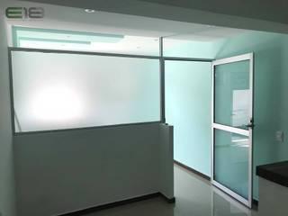 """CONSULTORIO DENTAL """"G&P"""": Estudios y oficinas de estilo moderno por Estudio 18 Arquitectura / Diseño / Visualización 3D"""