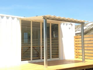 Casas de estilo ecléctico de 洄瀾柴房 景觀工作坊 貨櫃屋改造 Ecléctico