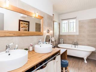 Classic style bathroom by La Maison Des Travaux du Muretain Classic