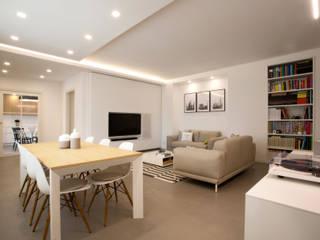 Appartamento AM!: Soggiorno in stile  di Blocco 8 Architettura