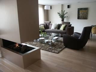 Interieurplan voor verbouwing living.:  Woonkamer door living by JM