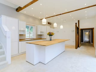 Kitchen:  Built-in kitchens by Crafted Architects