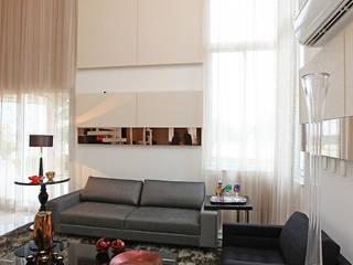 Residência em Fortaleza: Salas de estar  por RI Arquitetura