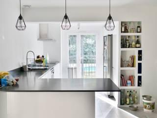 Rénovation Maison Cuisine moderne par Sarah Archi In' Moderne