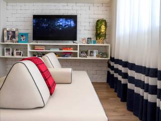 Hampton's Style: Salas de estar  por Rê Freitas