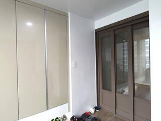 DESIGNCOLORS Modern corridor, hallway & stairs Beige