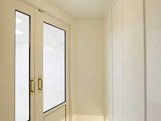 DESIGNCOLORS Classic style corridor, hallway and stairs White