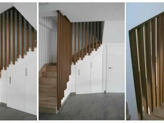 Minimalist corridor, hallway & stairs by Almacén de Carpintería Gómez Minimalist