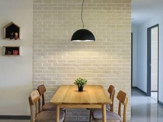 Dining room by 夏禾創作有限公司