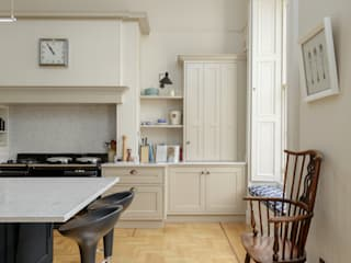 Royal Circus Kitchen:  Built-in kitchens by Stange Kraft Ltd