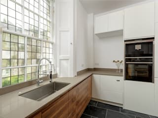 Royal Circus Kitchen 2:  Built-in kitchens by Stange Kraft Ltd