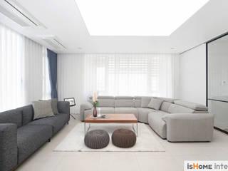 Salas de estilo moderno de 이즈홈 Moderno