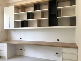 【住家】大理石氛圍的俐落設計:  書房/辦公室 by 圓方空間設計