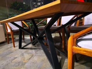 mesa de comedor en madera de parota:  de estilo industrial por Tutto Design Muebles, Industrial