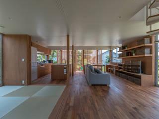 小田井の住宅: 水石浩太建築設計室/ MIZUISHI Architect Atelierが手掛けたリビングです。