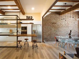 GTT Sala da pranzo in stile rustico di COBE architetti Rustico