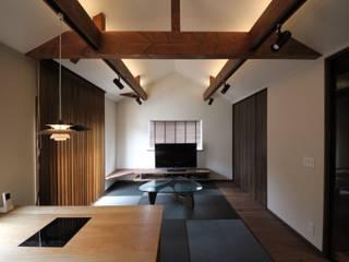 THT: <DISPENSER>architects 小野修 一級建築士事務所が手掛けたリビングです。,