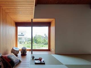 TabHouse: 稲山貴則 建築設計事務所が手掛けた和室です。,
