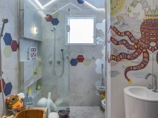CASACOR - RIBEIRÃO PRETO Lucéia Ambrózio Interiores Banheiros modernos