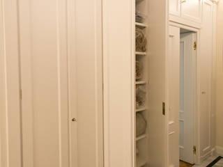 Appartamento a Milano Ingresso, Corridoio & Scale in stile classico di Turati Boiseries Classico