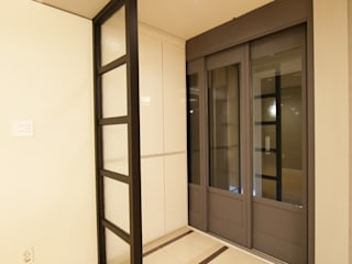 DESIGNCOLORS Modern corridor, hallway & stairs White