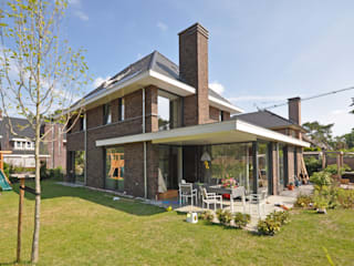 Modern houses by Bongers Architecten Modern
