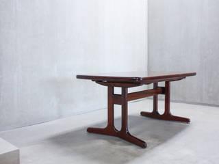 Mesa de Jantar:   por Hexágono Móveis