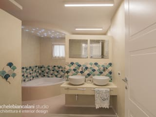 Mediterrane Badezimmer von Rachele Biancalani Studio Mediterran