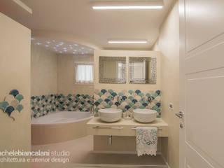 Baños de estilo mediterráneo de Rachele Biancalani Studio Mediterráneo