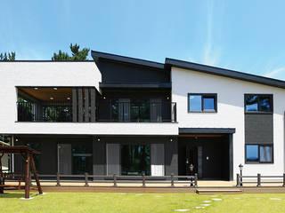 넓은 포치 공간이 인상적인 모던하우스 (경기도 화성시) 컨트리스타일 주택 by 더존하우징 컨트리