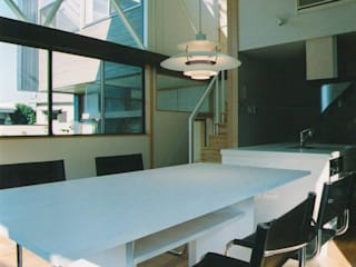 Modern dining room by 原 空間工作所 HARA Urban Space Factory Modern