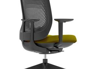 TRIM, an adjustable office chair for the whole team:  de estilo  de Alegre Design