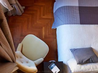 Chambre moderne par Studio fotografico di David Butali Moderne