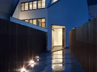 外観夜景: 石川淳建築設計事務所が手掛けた家です。